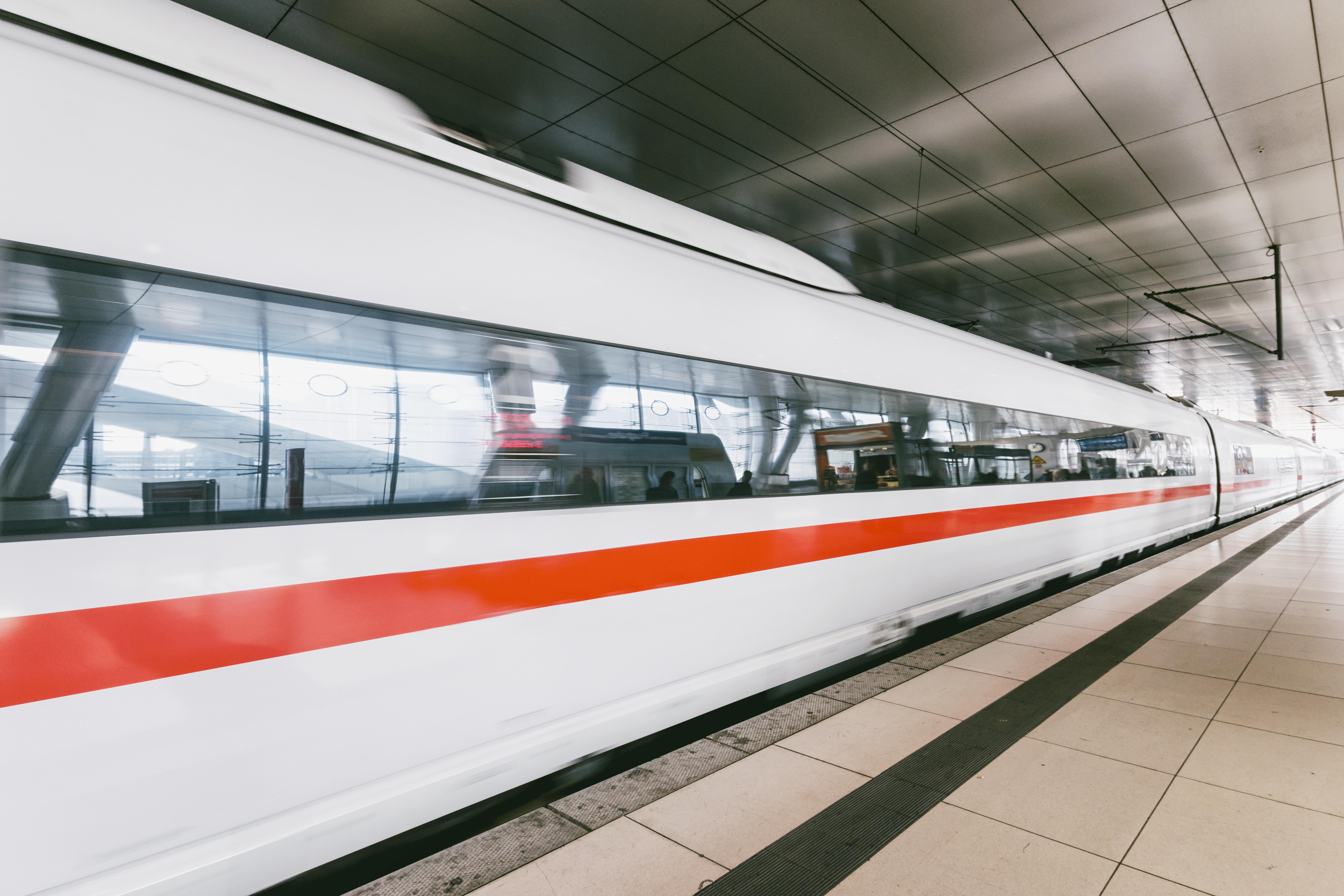 Zug an Berliner Bahnhofstation