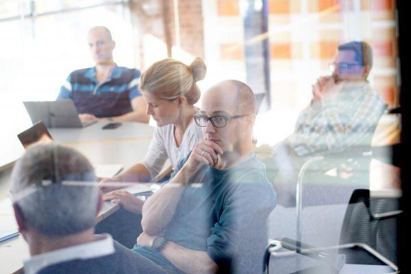 Brainstorming im Konferenzraum