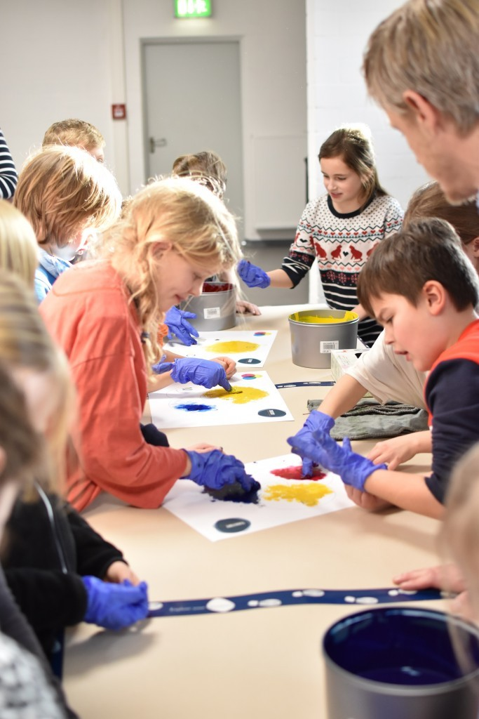 Bücher AG der Kapellenschule besucht Territory Druckerei