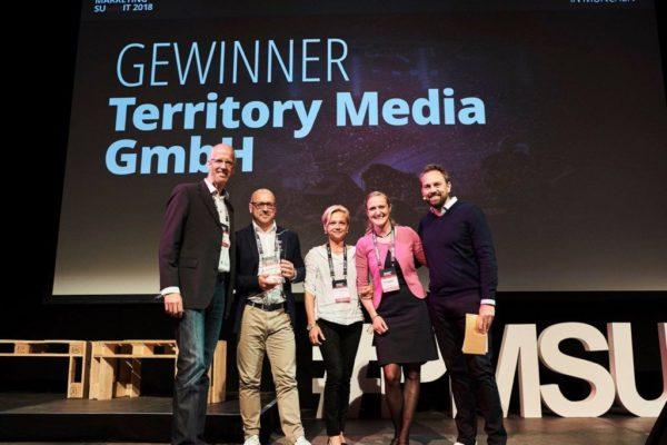 Territory Media GmbH als Gewinner auf der Bühne vom Performance Marketing Summit 2018
