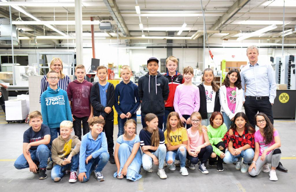 Die Schülerinnen und -schüler der vierten Klasse der Marienschule Verl zu Gast in der TERRITORY Druckerei